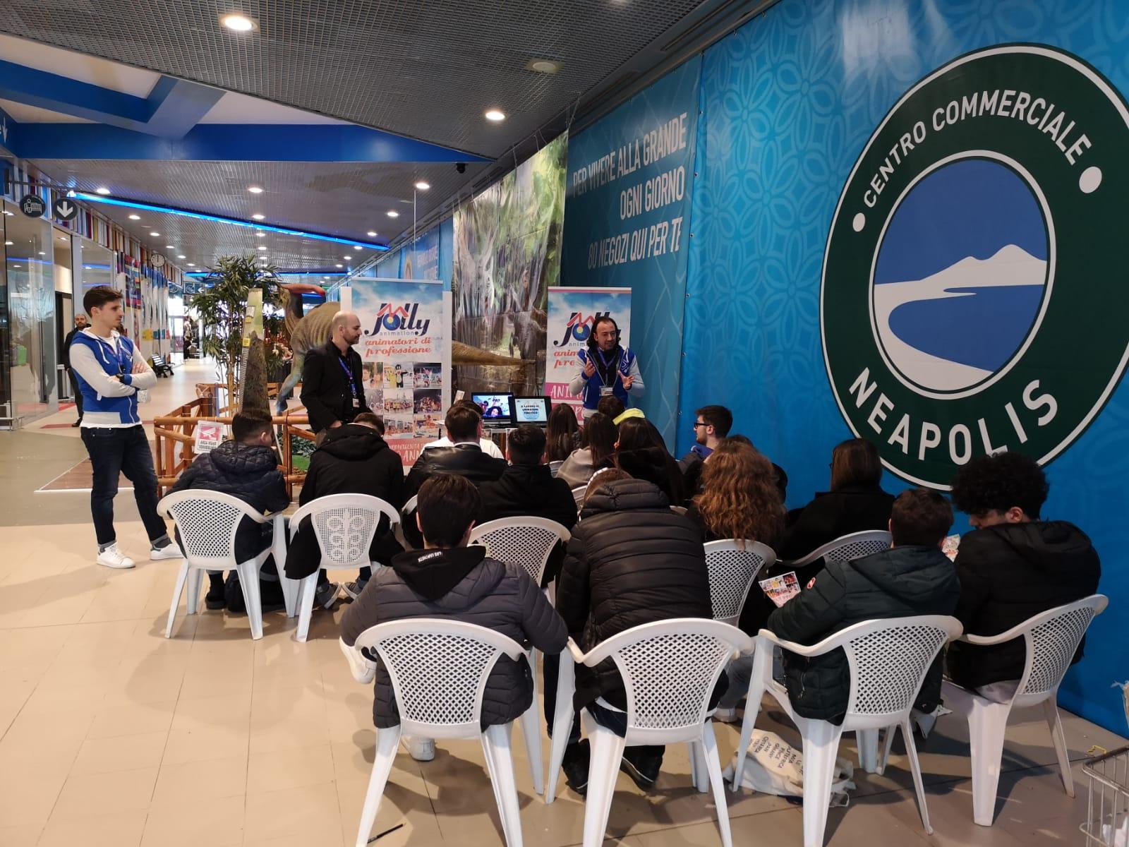 Incontraci al Centro Commerciale Neapolis di Napoli